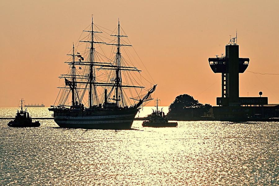 Учебный корабль ВМС Италии «Палинуро» зашел впорт Одессы