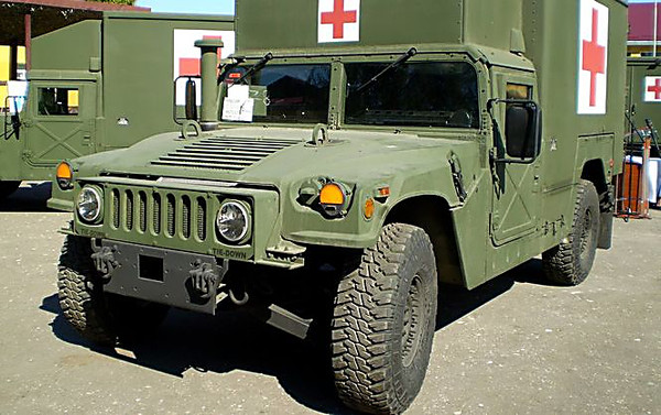 США передали ВСУ медицинские автомобили для зоны АТО