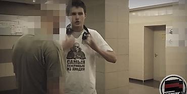 Заставил снять футболку фото 480-724