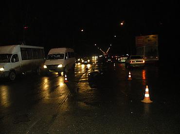 Пешехода сбили сразу две машины