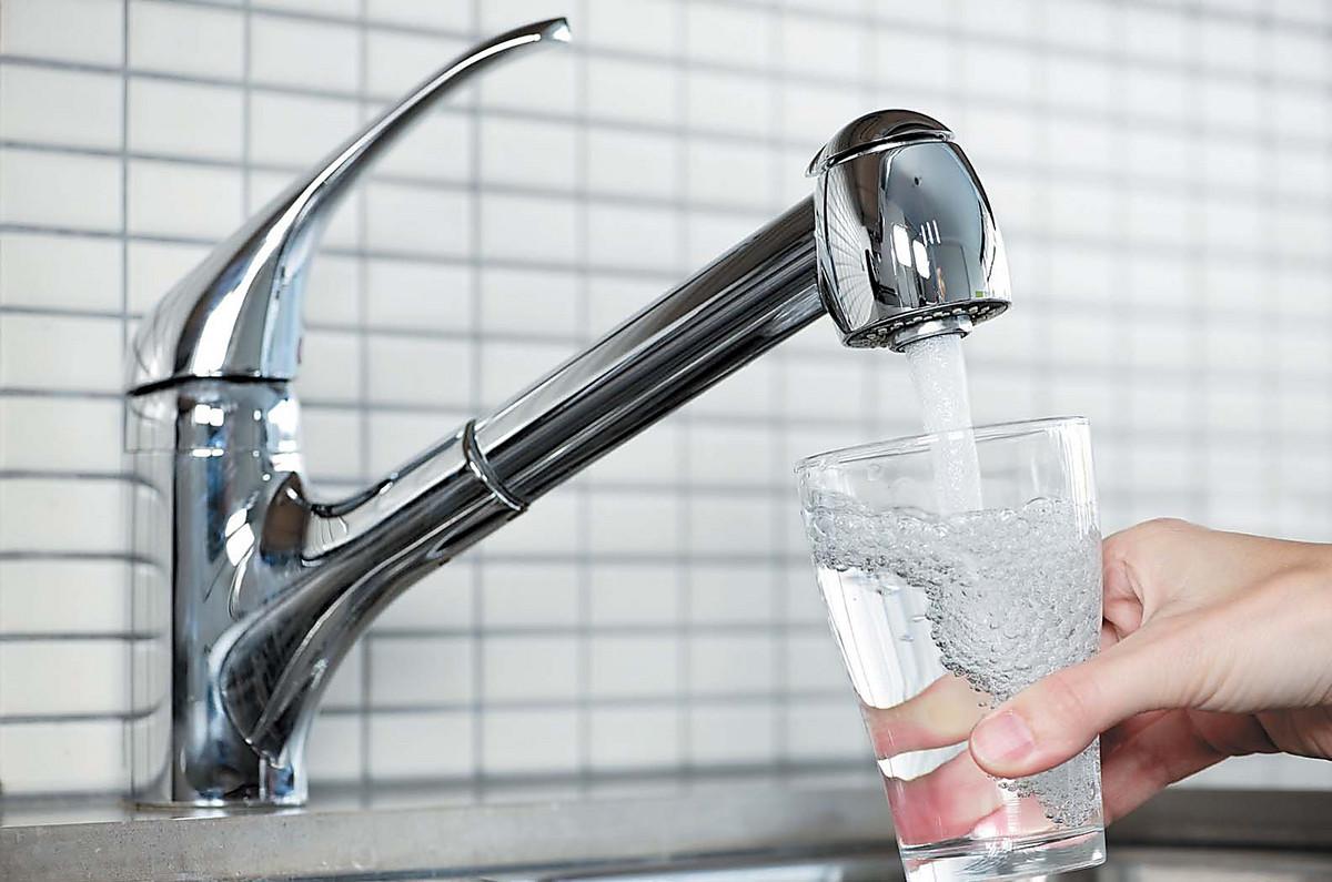 Специалист Минприроды рекомендует не пить воду изпод
