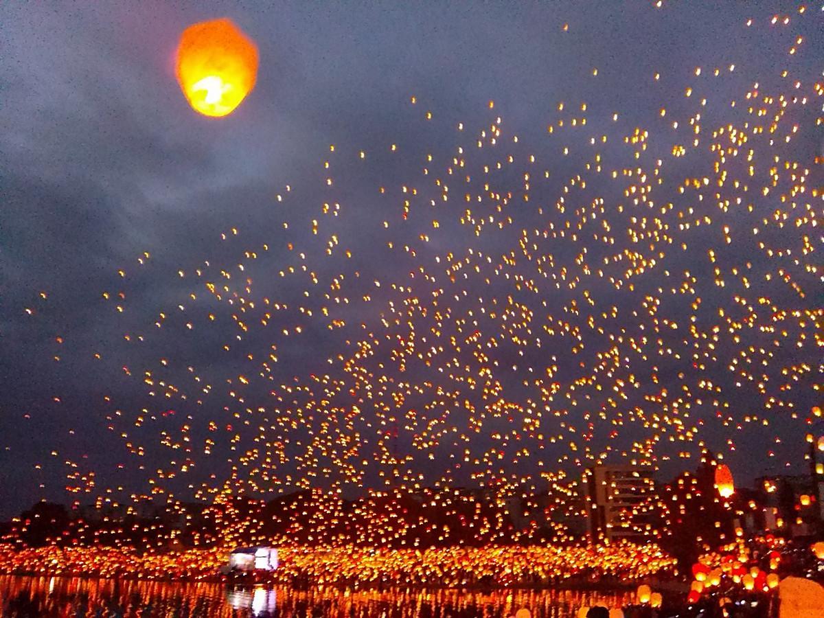 Eine kleine lampe im himmel die welt auf der erde for Lampen namen