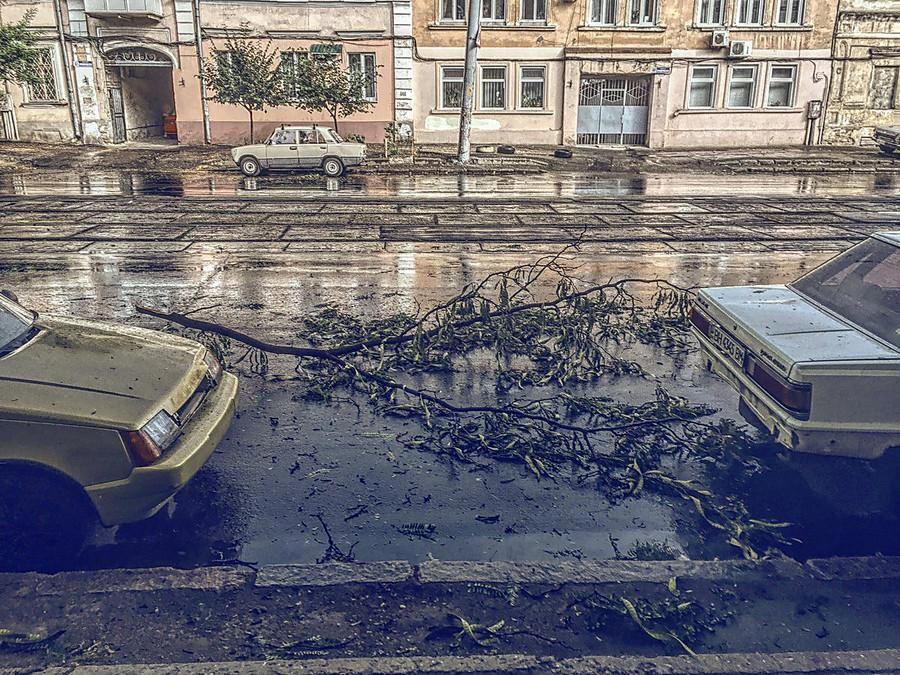 НаОдессу обвалился ливень, затопило несколько улиц