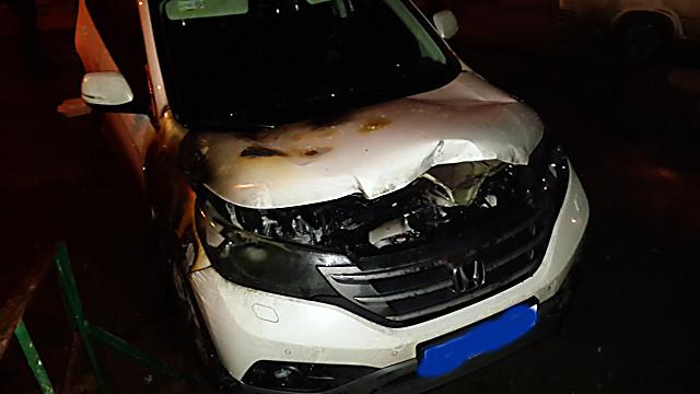 В Харькове вечером горел внедорожник