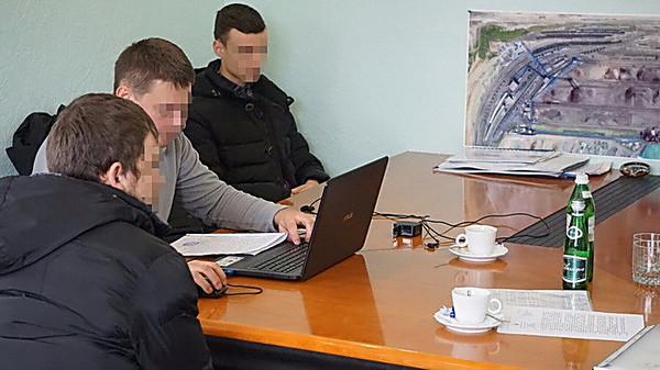 СБУ начала обыски наморском терминале, который принадлежит российскому предпринимателю