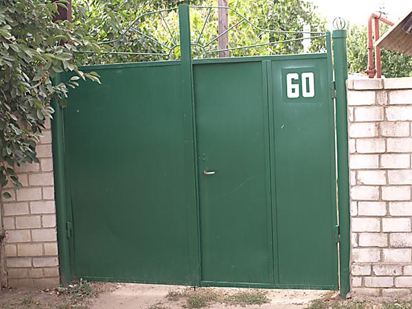 im zentrum von nikolaev l sst sich das private haus langsam unter der erde nieder die. Black Bedroom Furniture Sets. Home Design Ideas