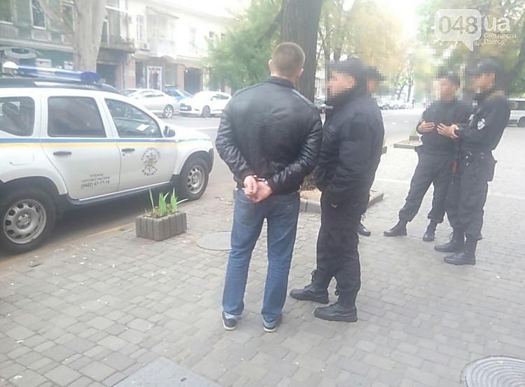ВОдессе уздания СБУ неизвестный расстрелял маршрутку— его задержала охрана