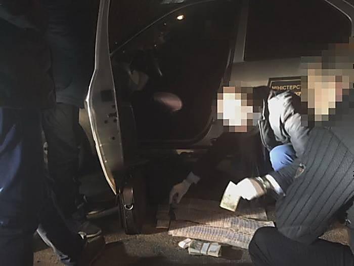 ВДнепре СБУ поймала 2-х госслужащих намиллионной взятке