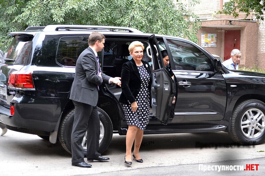 Вышивать бисером сложнее, чем работать министром, или Тяжелые будни Богатыревой.