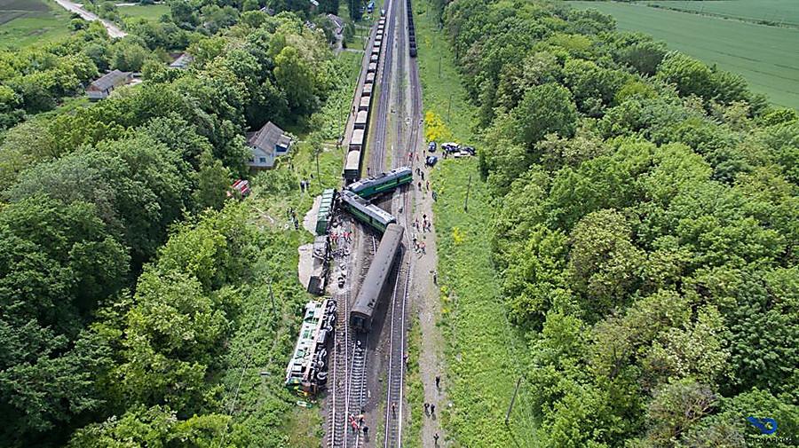 ВХмельницкой области поезд сошкольниками столкнулся сгрузовым составом