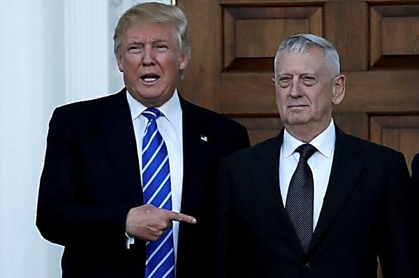 Дональд Трамп подписал первые указы напосту президента США