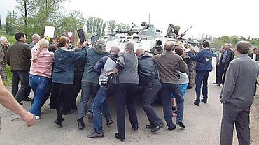 """Боевики открыто грабят гражданских под Дебальцево, а недовольство хозяев """"нейтрализуют"""" угрозой применения оружия, - ИС - Цензор.НЕТ 3272"""