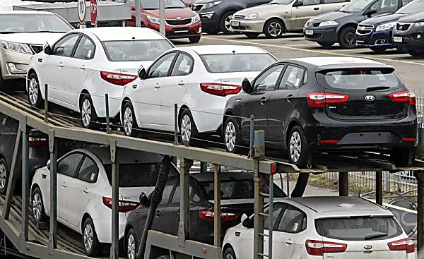 Львовские пограничники разрешили нелегально ввезти в государство Украину 10 тыс. авто,— ГПУ