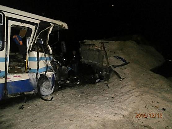 Столкнулись маршрутный автобус и грузовой автомобиль — Смертельное ДТП