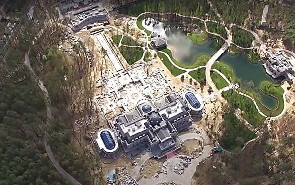 Журналисты сняли спомощью дрона новый дворец Ахметова под Киевом