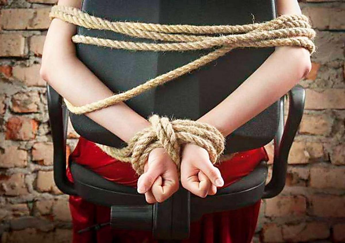 связанные и похищенные девушки видео
