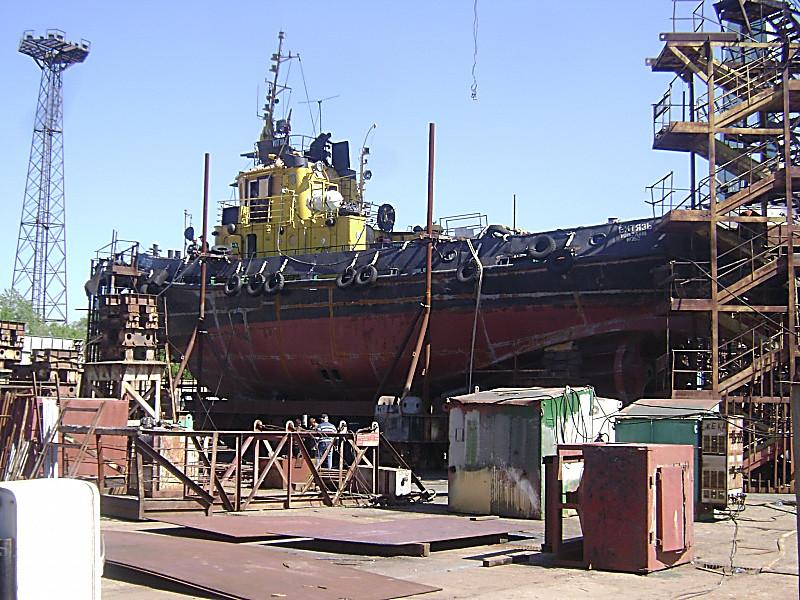 ВНиколаеве зажегся корабль ВМС Украины