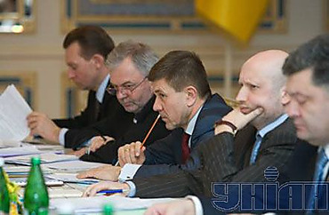 Chief state health officers of Ukraine Alexander Bilovol, the Minister of Health Vasily Knyazevich, vice-the prime minister - the minister Ivan Vasyunik, the first vice-the prime minister - the minister Oleksandr Turchynov and the Minister of Foreign Affairs Pyotr Poroshenko