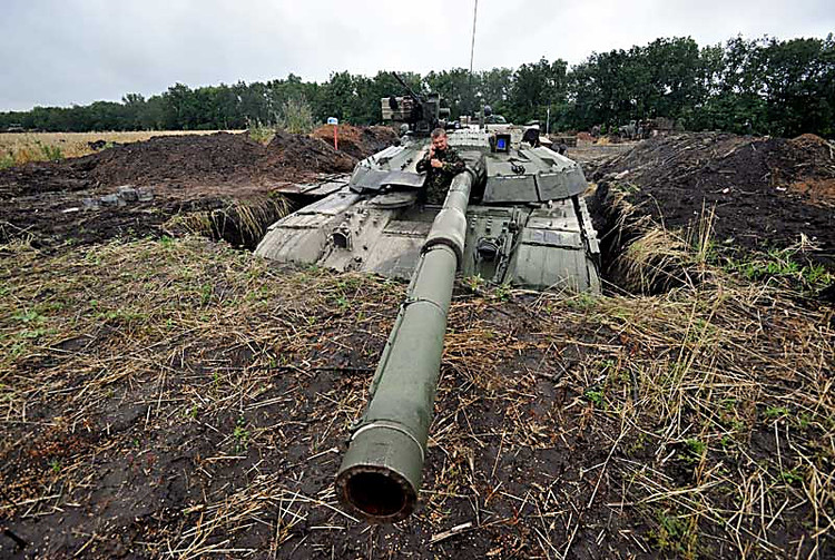 НаЛуганщине отобстрелов боевиков ранен боец сил АТО