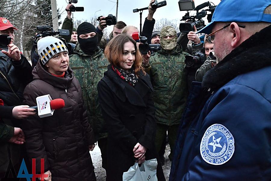 Боевики «ДНР» передали 2-х пленных женщин взнак доброй воли