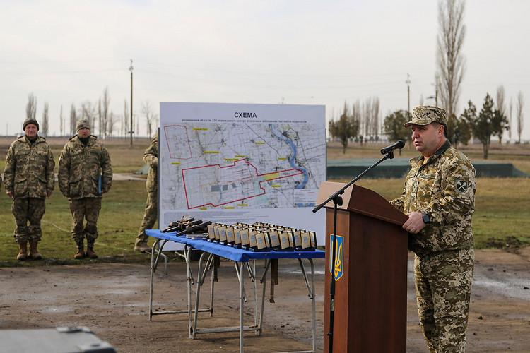 Министр обороны проинспектировал 1-ый этап возведения базы ВМС вОдессе