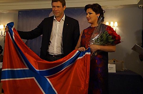 Анна Нетребко пожертвовала миллион рублей в Донецкий театр через представителя Новороссии