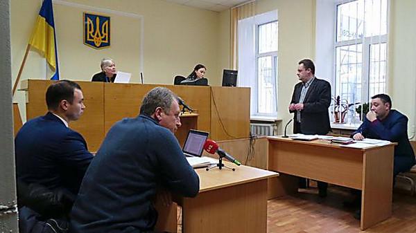 Суд продлил И.Гуменюку и С.Крайняку арест надва месяца