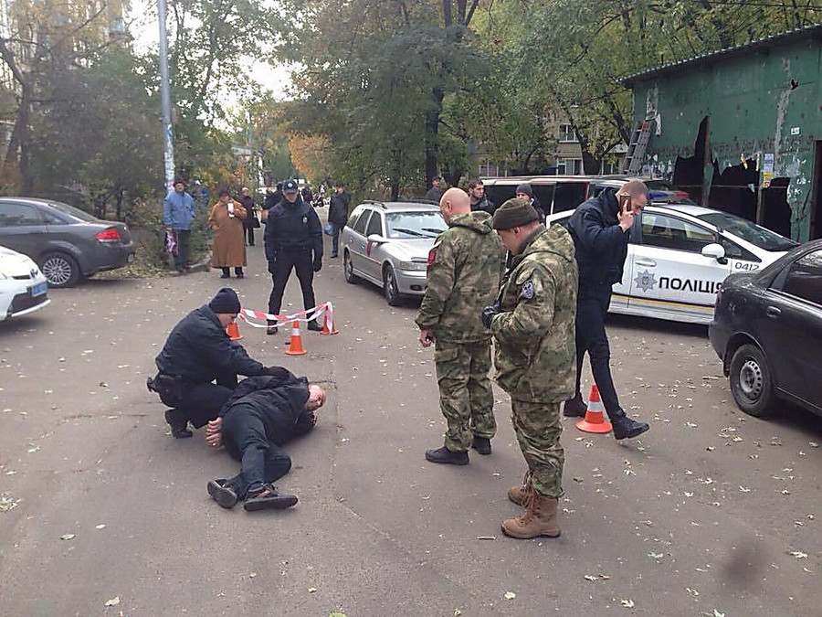ВКиеве вооруженный мужчина пытался напасть наполицейских— его оперативно задержали