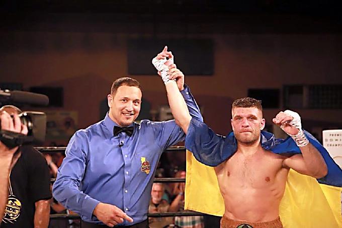 Непобедимый украинский боксер нокаутировал жителя Америки