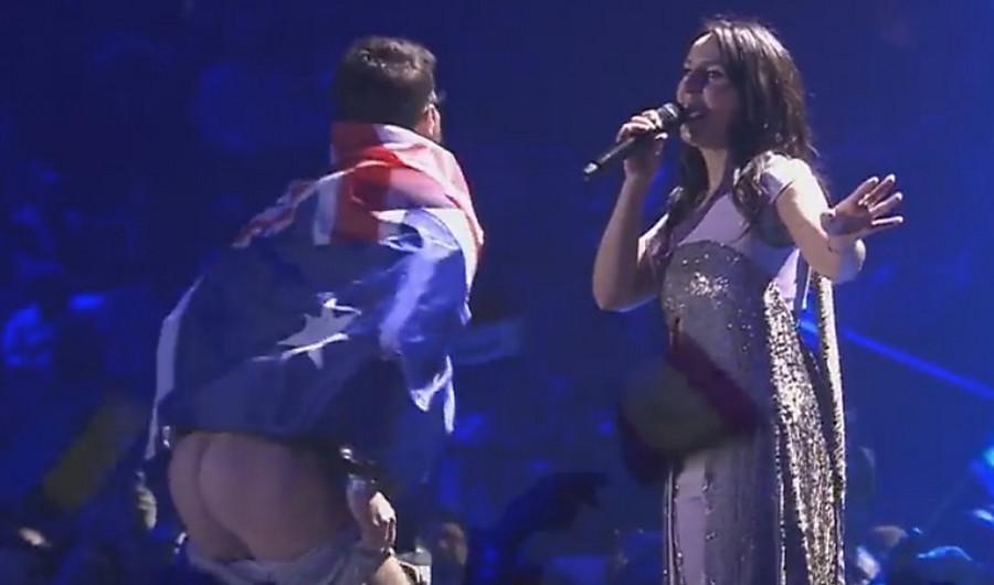 Пикантный инцидент вэфире Евровидения подорвал сеть— Настоящий хедлайнер