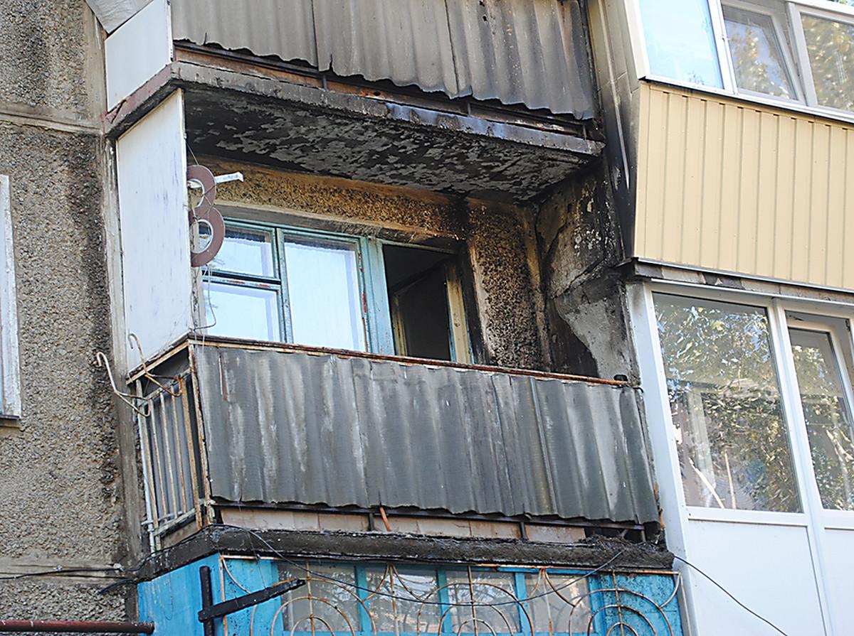 В николаеве спасатели потушили пожар на балконе девятиэтажно.