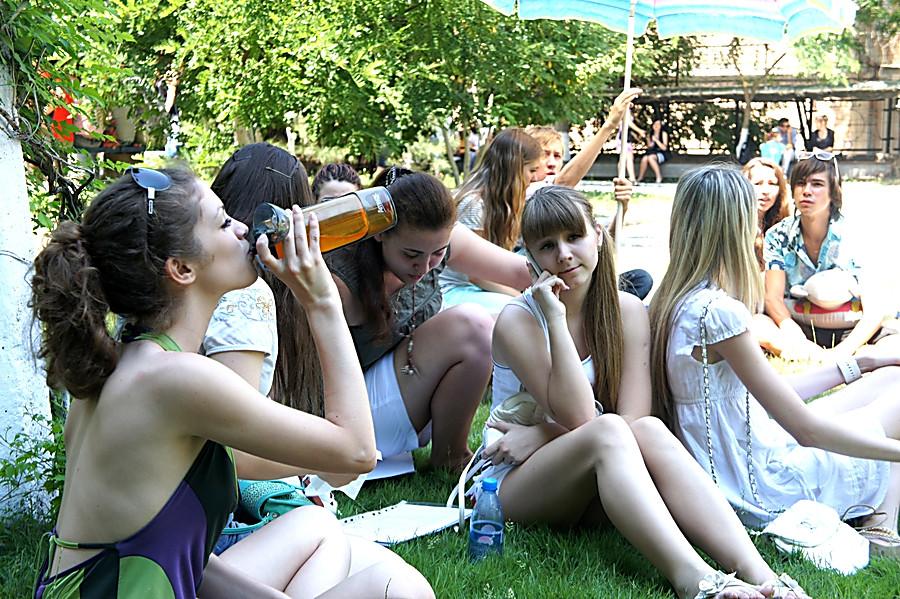 Русские студенты после сессии ебутся на природе