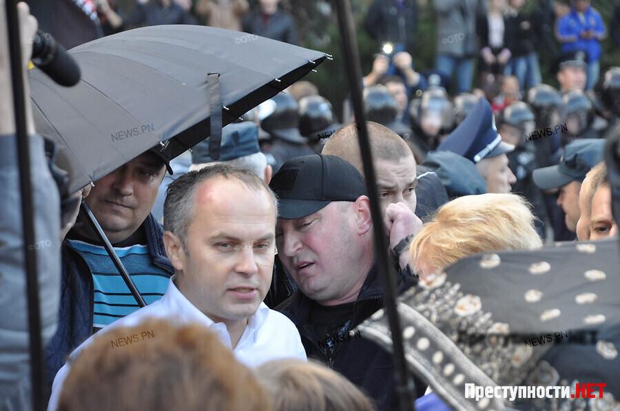 Депутата Шуфрича забросали яйцами в Николаеве