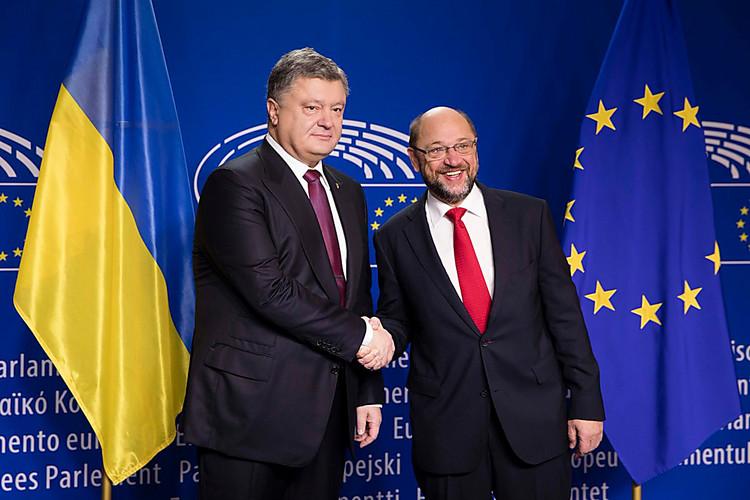 Порошенко: Европарламент должен ускорить принятие решения касательно безвизового режима для государства Украины