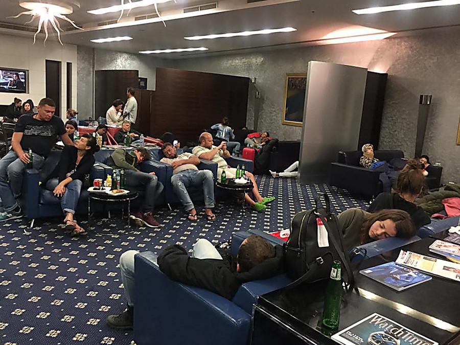 Сотни казахстанцев застряли ваэропорту Шарджи