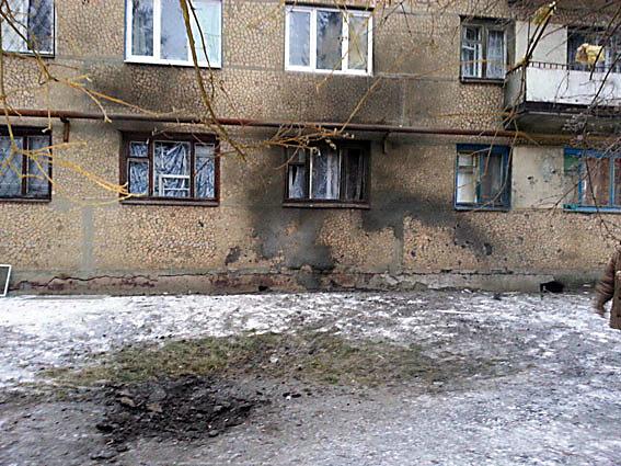 Нацполиция показала, как боевики прорешетили дома иавто вСветлодарске иТорецке